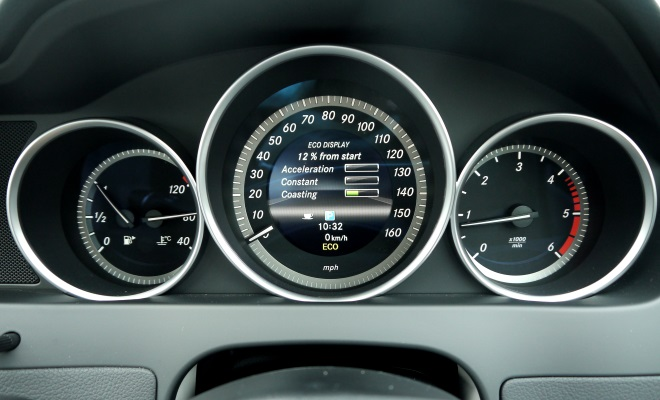 Mercedes-Benz C220 CDI BlueEfficiency Executive SE instruments