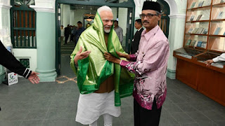 modi-visit-temple-mosque-in-singapore