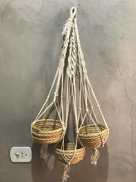 Macrame plant hanger com cesto