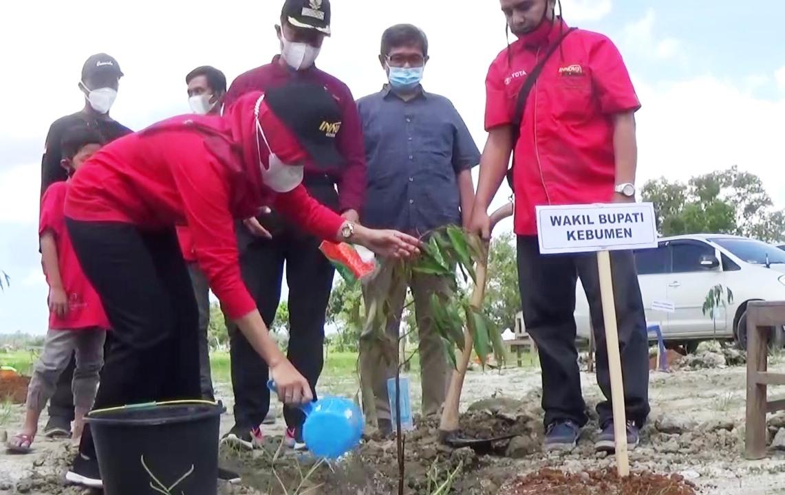 Komunitas Innova Kebumen Tanam Seribu Pohon di Alian