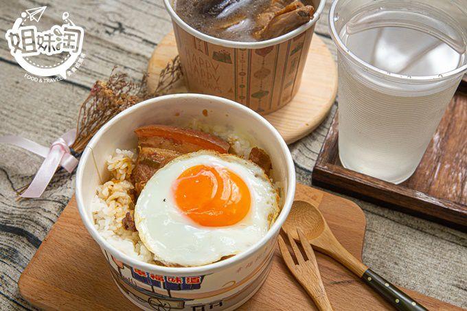 滑嫩爌肉配上金黃半熟蛋,在三民區就能享用的古早味,香菇雞湯熬煮多時成經典-大治食堂