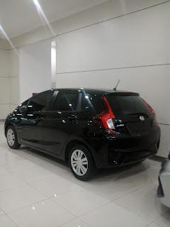 Honda Jazz Berwarna Hitam Di Dealer Mobil Honda Tirtamulya Karawang