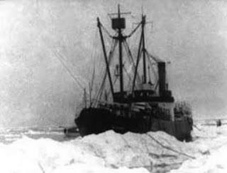 SS Baychimo encalhado em geleira no norte do Canadá
