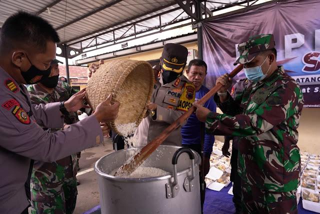 Kapolres dan Dandim Semangati Petugas Dapur Untuk Bantu Warga Terdampak COVID-19