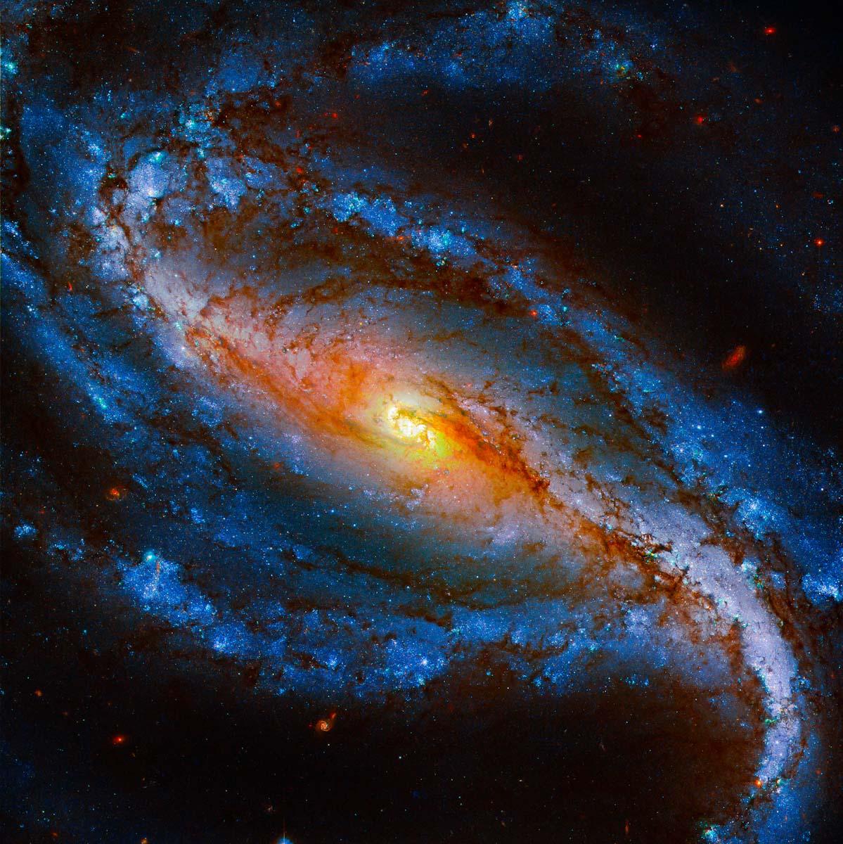 Hubble revela galáxia 'esculpida' na constelação do Escultor
