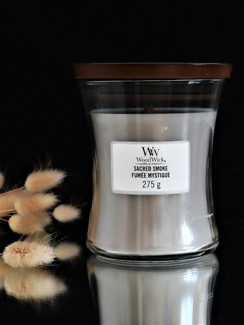 Woodwick Sacred Smoke avis, Woodwick Sacred Smoke review, bougie parfumée mèche en bois, bougie parfumée boisée, parfum d'ambiance boisé, senteur boisée, parfum d'intérieur boisé, avis bougie woodwick, fumée mystique woodwick