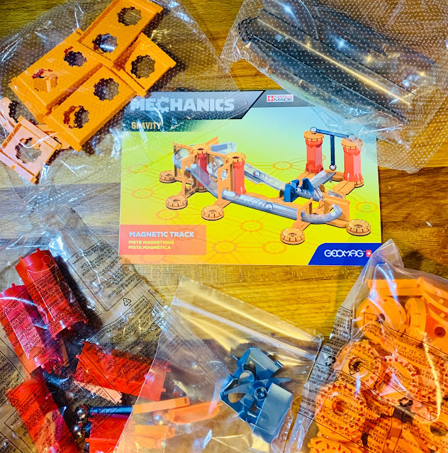 115 pieces of Geomag magnetic race track