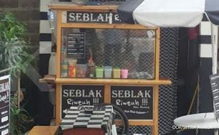 Makanan yang biasanya dibuat dari olahan kerupuk kuning bersama sambal dan telur. Kini telah dikembangkan secara rasional oleh pedagang dari Bintaro, Tangerang, Dia melihat potensi pasar yang sangat baik untuk makanan jenis ini. Hingga pada akhir tahun 2015, Ibu Mega Oktavia mulai membuka ruang kemitraan bagia para pedagang yang mau bekerjasama.