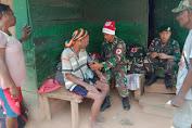 Pakai Topi Santa Claus, Personel Satgas Yonif 411 Kostrad Berikan Layanan Kesehatan Keliling