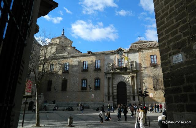 A cúpula da Igreja dos Jesuítas de Toledo vista da Plaza del Ayuntamiento