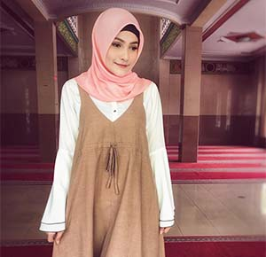 Dafina Jamasir Pakai Hijab Pink