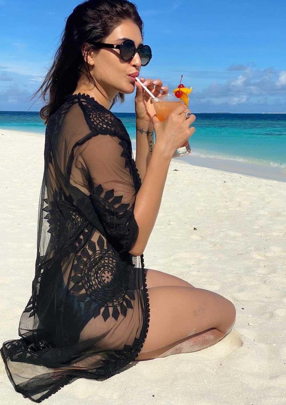 Karishma Tanna Hot and Sexy Handpicked HD Bikini Pictures