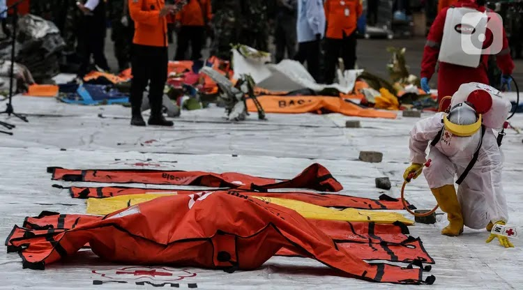 Asa Keluarga Korban Sriwijaya Air SJ 182: Mudah-Mudahan Jasad Anak Saya Utuh