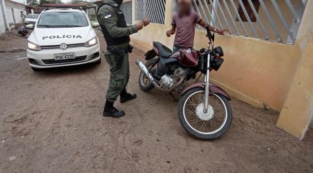 Moto roubada com placa de feira Grande foi apreendida pela PM em Iate, PE