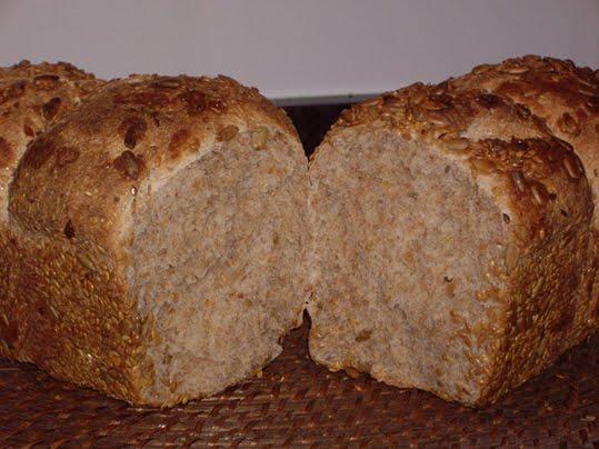 pan de molde integral con semillas de lino y de girasol