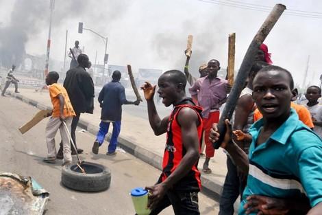 """تحديات متشابكة ترسم """"ملامح الفوضى"""" القادمة في غرب إفريقيا"""