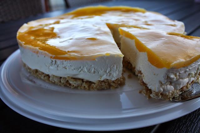kevätkakku juustokakku aurinkoinen kakku leivonta mangokakku