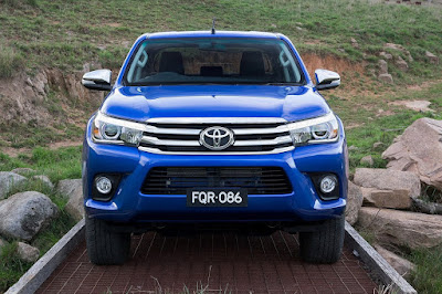 Toyota Hilux 2017 front angle image