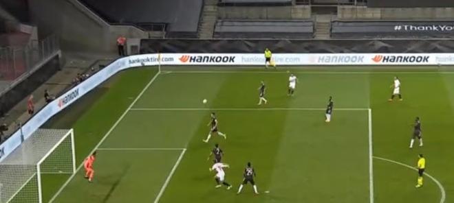 """Sốc nặng MU: Lindelof """"sửng cồ"""" với Fernandes, tranh cãi dữ dội trên sân"""