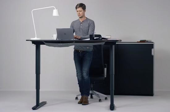 Yükseklik ayarlı masa ayakta çalışma