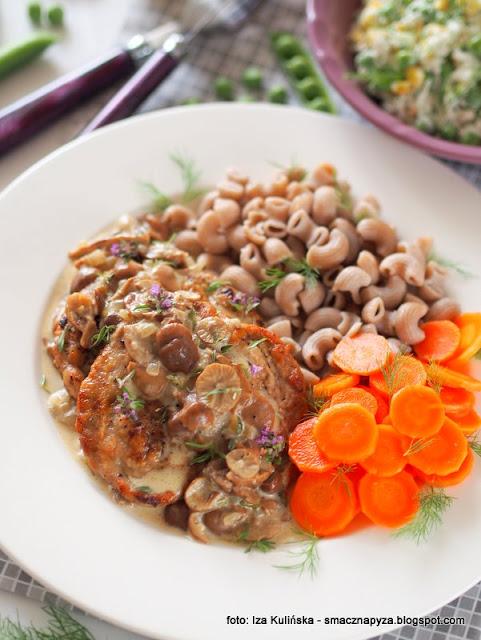 wieprzowina w sosie twardzioszkowym, twardzioszki przydrozne, przydrozki, tanculki, grzyby, sos grzybowy, mieso z sosem, co na obiad