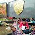 NGEYEL! Sudah Diusir Karena Ganggu Warga, Pendukung Ahok Tetap NONGKRONG di Depan Mako Brimob