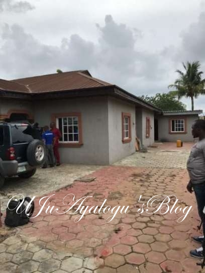 Evans leads police to his houses where he kept his victims hostage (photos)