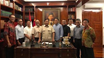 Setelah Kalah di MK, Prabowo dan Sandiaga Pose Senyum Bareng