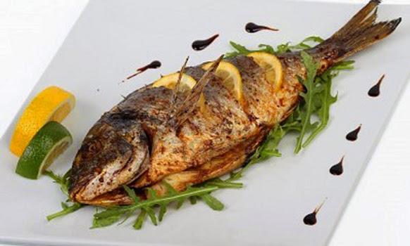 Consume pescado y carnes con pocas grasas