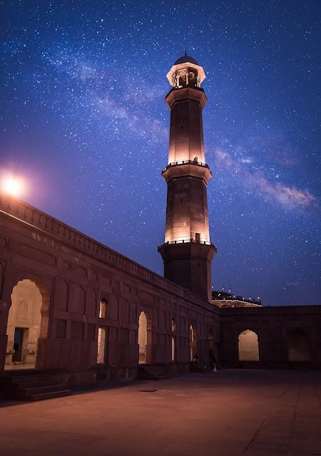 Night view of Badshahi Mosque