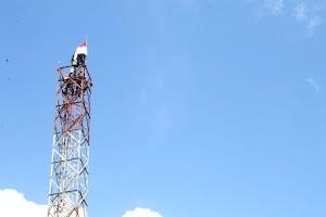 Aksi Heroik Prajurit TNI Yonif 754 Kostrad Kibarkan Bendera Merah Putih di Asmat