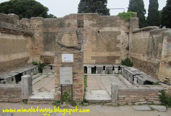 Letrinas en Ostia Antica