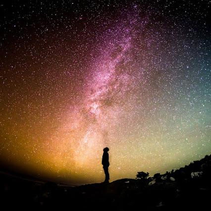 هل يمكننا رؤية النجوم التي ماتت منذ ملايين السنين ؟