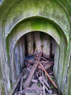 Entrance and Steps to Mytholmroyd shelter derelictmanchester.com
