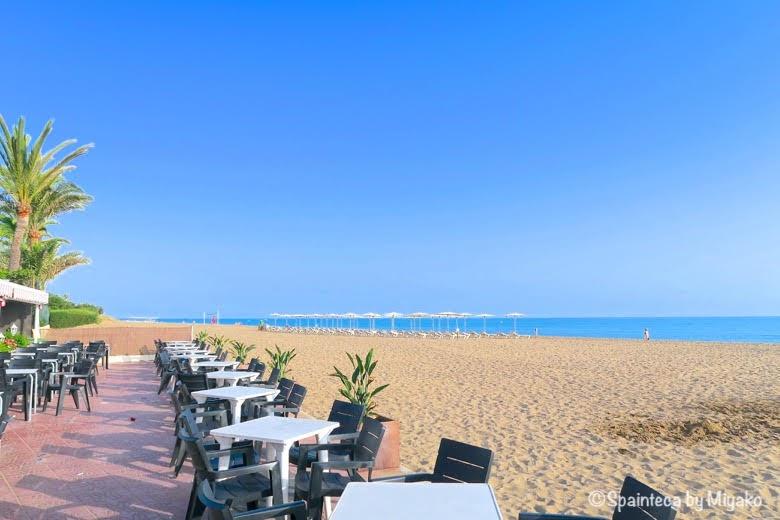 Dénia スペインの地中海の町デニアの美しいビーチと青い空