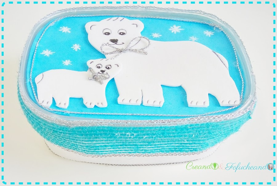 cajita-para-regalo-con-envase-de-plástico-y-goma-eva-manualidades-navideñas-con-osos-polares-creandoyfofucheando