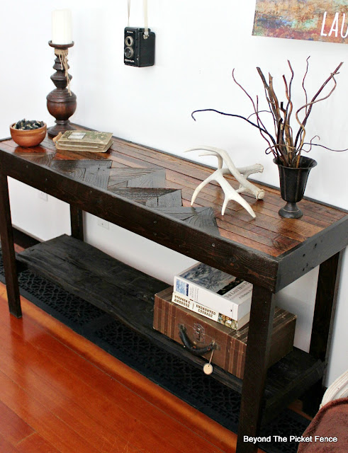 entry table made with barn wood and pallets and fence boards