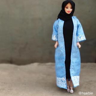 نيجيرية تعرض أزياء المحجبات على دمية الباربي 1t4f.story