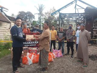 Tiga Hari Galang Dana, KOMPAK dan APK Serahkan Uang Tunai Puluhan Juta Rupiah untuk Korban Kebakaran Kedamin