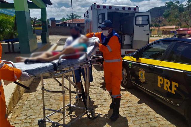 PRFs socorrem e ajudam salvar criança que estava sem respirar na BR-116