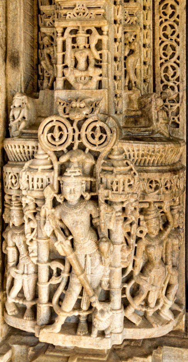 Beautiful carving on Pillars at Ranakpur Jain Temple