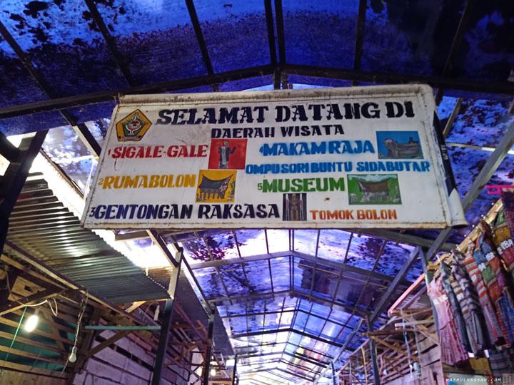 Bazar Kampung Tomok - Wajib Singgah Dapatkan Ole-Ole Kaum Batak di Pulau Samosir