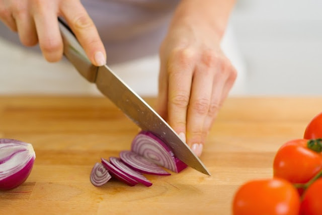 orang di Eropa menggunakan irisan bawang merah untuk menyembuhkan banyak sekali macam penyakit Manfaat irisan bawang merah untuk ruangan