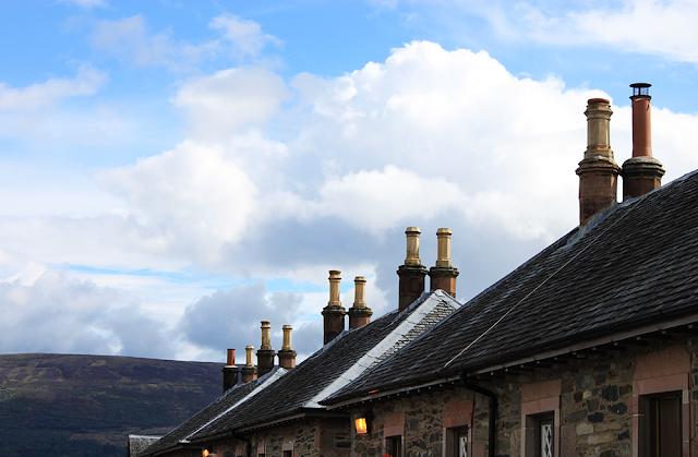 ciel et toit dans le village de luss