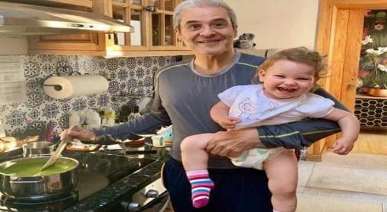 رفقة ابنة شقيقه .. الأمير مولاي هشام يعايد أسرته وأصدقائه