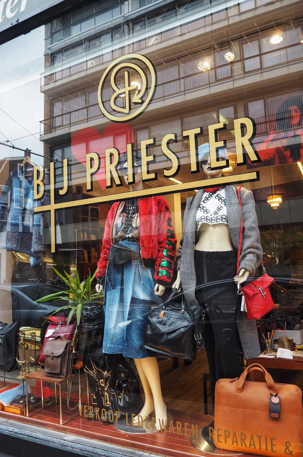 Shopping in The Hague BIJ Priester kledinbibliotheek