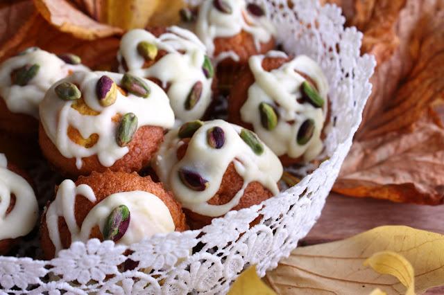 Muffin alla zucca con ganache al cioccolato bianco e pistacchi