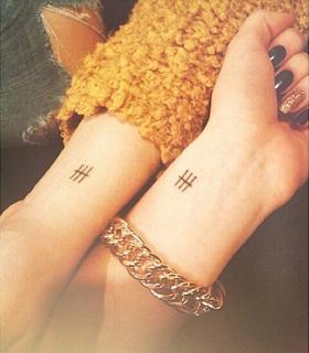 tatuaje amigas rayas
