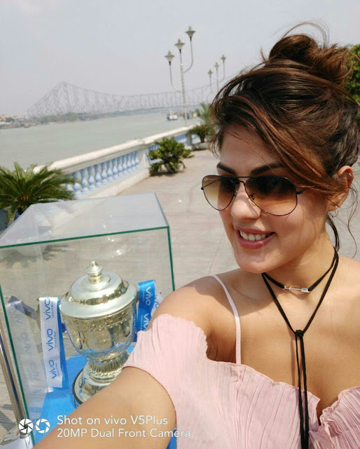 Actress Rhea Chakraborty charms the visitors