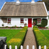 Pictures of Ireland: Thatched cottage in Connemara